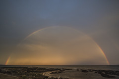 arcoiris (Mauro Esains) Tags: arcoiris playa lluvia exposición agua aire atardecer air angular argentina arena espuma escollera 3 mar frío nubes nikon barcos