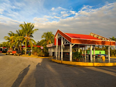 Only the cleaning crew is awake at Santa Clara (Cuba) airport at wee hours (lezumbalaberenjena) Tags: santa clara cuba 2019 lezumbalaberenjena airport aeropuerto abel santamaría villas villa