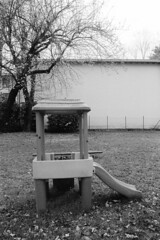 Como, Via Longhena - Loc. Albate, 2019 (sirio174 (anche su Lomography)) Tags: playground playgrounds parcogiochi parchigiochi parco giochi albate vialonghena como italia italy canonav1 ilfordhp5