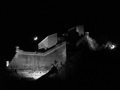 il castello e la luna (fotomie2009) Tags: finale ligure liguria italy italia castello castle moon luna night nocturne notte notturna sangiovanni san giovanni bn bw monochrome monocromo