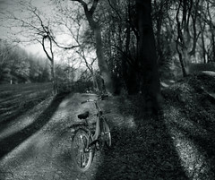 light and shadow@bokehpano (Amselchen) Tags: bokeh bokehpano blur dof depthoffield light shadow bike bicycle bnw blackandwhite sonyalpha7rii nikkor ainikkor55mmf12 ilce7rm2