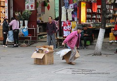 Dali, old town, poverty (blauepics) Tags: china chinese chinesisch yunnan province provinz dali city stadt downtown old town altstadt shops läden business geschäft poverty armut woman alte frau hard work harte arbeit social sozial