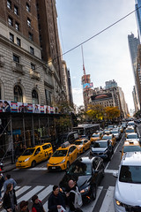Trafic Jam (Jocey K) Tags: sonydscrx100m6 triptocanadaandnewyork hoponhopoffbus architecture buildings sky cabs taxi yellowtaxi cars people autumn newyorkcity