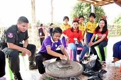 Atelier poterie avec les enfants d'une école (infoglobalong) Tags: stage étudiant service bénévolat volontaire international engagement solidaire voyage découverte enseignement éducation école enfants aide alphabétisation scolaire asie thaïlande jeux sport art informatique rénovations