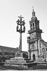 Alchimie Bretonne (Clém VDB ( Tiogris)) Tags: alchimie église church monochrome bw noiretblanc blackandwhite bretagne