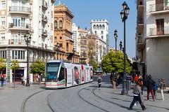 Drahtlos durch die Altstadt (trainspotter64) Tags: strasenbahn streetcar tram tramway tranvia tramvaj tramwaje spanien espagna espagne espana andalusien andalusia sevilla caf tussam