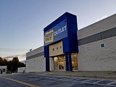 Best Buy Outlet (SchuminWeb) Tags: schuminweb ben schumin web october 2018 baltimore county md maryland lutherville yorkridge shopping center retail retailer retailers retailing converted conversion building buildings former loehmanns loehmann electronics best buy bestbuy outlet outlets