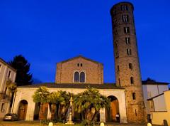 Ravenna - notturno 2 (antonella galardi) Tags: emilia romagna ravenna natale 2018 città notte chiesa santapollinare nuovo