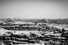 Giza, Egypt (pas le matin) Tags: sky ciel travel voyage world egypt égypte landscape paysage cityscape rock pierre rocher city ville afrique africa giza gizeh cairo nb lecaire bw noiretblanc black white blackandwhite canon 7d canon7d canoneos7d eos7d monochrome