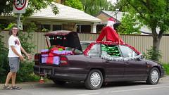 0437 Geschenke-Auto im Dorf namens - present's car, Meadow (roving_spirits) Tags: australia australien australie southaustralia