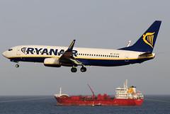 EI-EVI (GH@BHD) Tags: eievi boeing 737 738 737800 b737 b738 fr ryr ryanair aircraft aviation airliner ace gcrr arrecifeairport arrecife lanzarote ship boat tanker