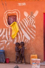 Secrets (Jhaví) Tags: himba epupa namibia africa secrets kids confidencias trip travel tribal tribu