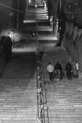 Liège by night - La montagne de Bueren (jipebiker) Tags: liège belgique belgium nuit night noirblanc blackwhite nb bw provincedeliège be montagnedebueren escalier people personnes silhouette stair