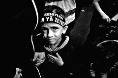 asi_043 (la_imagen) Tags: türkei turkey türkiye turquía istanbul istanbullovers sw bw blackandwhite siyahbeyaz monochrome street streetandsituation sokak streetlife streetphotography strasenfotografieistkeinverbrechen menschen people insan aşure aşuregünü ashura aschura religion din islam halkalımeydanı halkalı child faceexpression