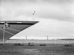 Maritime og arkitektoniske bedrifter (mgfoto2011) Tags: hasselblad2000fcw zeisssplanar120mmf56 expiredfilm ilforddelta100 selfdeveloped xtolreplenished minoltascanmultipro fredericia cruiseship