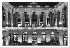Patio del Palacio Provincial de Jaén (Lourdes S.C.) Tags: arquitectura palacio arcos patio byn bw jaéncapital
