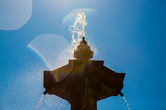 Sunshine in Granada (bitrot) Tags: andalusia blue bluesky droplets drops europe fountain granada rain sky spain sun sunlight sunny sunshine water lightroom lightroom8 canoneos5dmarkiii ef24105mmf4lisusm 105mm f80 11600sec iso100