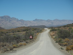 Driving The Back Roads (Jan-Krux Photography) Tags: westkap westerncape schwarzberg mountains berge gebirge travel reisen adventure benteuer 4x4 gravel unpaved jeeping jeep cherokee sport liberty kj 37l africa afrika southafrica suedafrika omd em1 olympus roads strasse r407