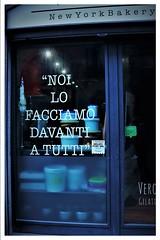 Consigliato da TripAdvisor (Vigevano) (ornella sartore) Tags: vigevano vetrina scritta gelati colori dettagli