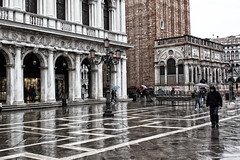 Rainy days... (Zoom58.9) Tags: building columns plaster people human rain wet shops europe italy venice gebäude säulen pflaster menschen regen nass geschäfte europa italien venedig canon eos 50d