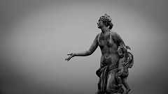 Latone (Chrisar) Tags: latone statue fontaine nikond750 nb monochrome angénieux70210 dxophotolab