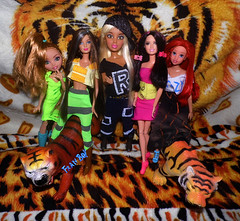 🐯Tigradas👭 (FranBoy Monteiro) Tags: doll dolls toy toys boneco bonecos boneca bonecas cute pretty beauty love amor fashion fashionista fashionistas moda outfit clothes look model models gay gayguy guy boy fun diversão cool handsome awesome barbie ken tiger tigre yellow orange amarelo laranja livdoll figure tigerdoll livdolls liv ariel princess princessdisney disneydoll everafterhigh eahdolls eahdoll