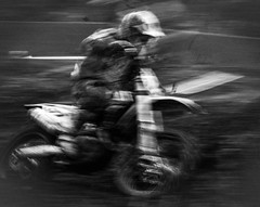 Speed (1 von 1) (weissjohann10) Tags: bw bike monochrom people
