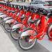 Aufgereihte Fahrräder mit Schutzblech und QR-Code von