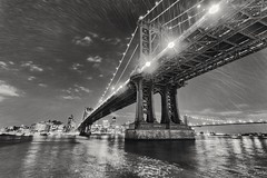 Manhattan Bridge (Gui.llau.me) Tags: new york monochrome mono bw noiretblanc blackandwhite black white noir et blanc water eau rivière ciel sky city