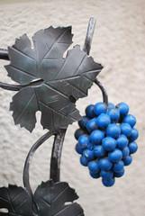 Ach Herr Jesu, schau, sie haben (amras_de) Tags: eltville rheingau hessen weintraube weinbeere traube uga grožde raïm réva vinstok grape vinbero uva viinamari mahats viinirypäle raisin szolo vínber vynuoge vinogas druif drue druer rasim winorosl grappugghia vinic grozdje druva üzüm schmiedeeisen ferroforjat svárkováocel smedejern wroughtiron forgitafero hierroforjado kankirauta ferforgé ferrobattuto smeedijzer smijern ferroforjado fierforjat zvárkováocel smidesjärn schmiedestahl
