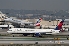 LAX (320-ROC) Tags: deltaairlines delta american americanairlines n587nw n153an boeing757 boeing757300 boeing757351 boeing airbusa321 airbusa321200 airbusa321231 airbus 757 757300 757351 b753 a321 a321200 a321231 klax lax losangelesinternationalairport losangelesairport losangeles imperialhill california