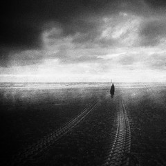 3397 (Elke Kulhawy) Tags: meer monochrome melancholie monchrome blackandwhite dark art abstract scheveningen kunst kontrast sky grain bw bnw bwphotographie bnwbw surreal surrealismus clouds wolken holland netherland ocean soul