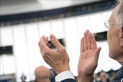 Antonio Megalizzi and Bartosz Orent-Niedzielski (European Parliament) Tags: antonio megalizzi bartosz orentniedzielski tajani 2019 france strasbourg ep eu political leader plenary session european union euroopaparlament europa parlamentet europas parlaments europe citizens parliament europejski europeu parlamentul europos parlamentas europský europäisches parlament eurostudio európai ewropeweuropees parlaimintn aheorpa euroopan parlamente vropski parlamentil parlamento europeo parlamentti parlement européen parlaimint na heorpa sony alpha 9
