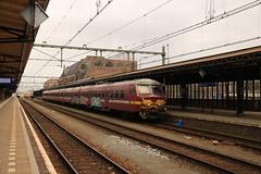 NMBS 832 te Roosendaal (vos.nathan) Tags: nmbs nationale maatschappij der belgische spoorwegen sncb société des chemins de fer belges ms75 varkensneus roosendaal rsd