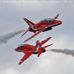 7305 Synchro (photozone72) Tags: duxford iwmduxford aircraft airshows airshow aviation canon canon7dmk2 canon100400f4556lii 7dmk2 raf rafat redarrows reds hawk