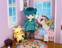 A Dragon's Babysitter #8 (Arthoniel) Tags: wyrm daisuke howl latiyellow latidoll lati doll bjd balljointeddoll aileendoll dollzone heavyrain ram sheep dragon shy haru green resin rare peterpan pico diorama dollhouse roombox collection rement miniature tiny keera nereapozo wood magic