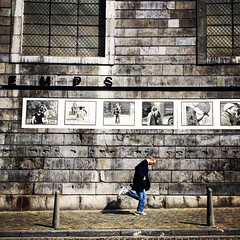 running under the kisses (Bim Bom) Tags: liège wallonia belgium streetlife streetphoto man running jimsumkai wallonie belgique