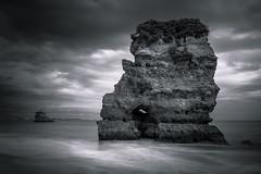Portugal - colossus (Rafael Zenon Wagner) Tags: meer felsen wasser stein wolken nikon d810 35mm sigma art le lanngzeitbelichtung longexposure ocean rock water stone clouds bw sw