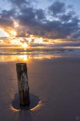 standhaft (beginner17) Tags: zeissbatissonyalpha amrum nordsee strand wasser sand wolken sonne sonnenuntergang wellen nordfriesland insel nebel kniepsand nordfriesischeinseln