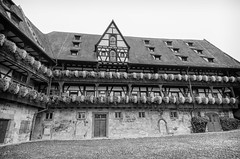 Alte Hofhaltung Bamberg (rschnaible) Tags: bamberg germany europe outdoor sightseeing building architecture old history historic alte hofhaltung bw black white photography monotone street