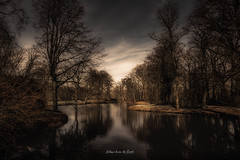 Landgoed De Haar 2019 (EBoss Fotografie) Tags: haarzuilens utrecht nederland nl dark colors dramatic water pond sky clouds tree landscape canon luminar soe twop light shadow nature art painting