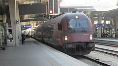 Nicht gerade fotogen (_TheBigF) Tags: 2018 wien österreich verkehr bahnhof eisenbahn zug railjet
