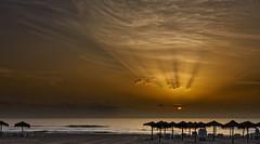 Radiante amanecer (Fotgrafo-robby25) Tags: alicante amanecer costablanca marmediterráneo nubes playadelashiguericas rayosdesol rocas sol sonyilce7rm3