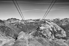 Up (Zoom58.9) Tags: sky mountain funicular rocks monochrome bw himmel berge seilbahn felsen sw europe europa switzerland schweiz alpen graubünden landscape landschaft nature natur