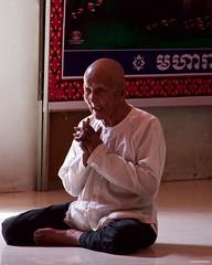IMGP1330 Praying (Claudio e Lucia Images around the world) Tags: wat preah prom rath siem reap cambodia cambogia buddhist buddha monks buddista temple tempio orange gold asia pagoda pentax pentaxkp pentaxart pentaxlens pentax18135 pentaxcamera praying