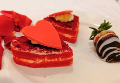 Red Velvet Heart Cake With Chocolate Strawberry~!! 🍰 🍓 #saturday #weekend #night #red #velvet #heart #cake #creamy #chocolate #strawberry #roses #yummy #click #smile #likes #love (Gillaniez) Tags: saturday weekend night red velvet heart cake creamy chocolate strawberry roses yummy click smile likes love