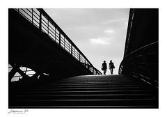 De l'ombre vers la lumière (stephane_p) Tags: paris pentax sigma1835 biancoenero bianconero blackwhite bw darktable monochrome monotone nb nocolor noiretblanc photoderue street streetphotography