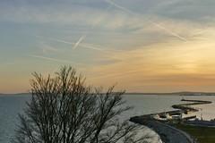 Himmelskreuzungen (Don Bello Photography) Tags: winter 2019 sassnitz inselrügen mecklenburgvorpommern ostsee balticsea mole leuchtturm lighthouse himmelsbilder himmel himmelsmalerei wolken sky clouds acdsee panasonicfz1000 lumixfz1000 reinhardbellmann donbellophotography