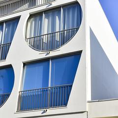 DSC_2547-2 (fred9210) Tags: bleu design architecture sud france 70s gandemotte graphism rythme