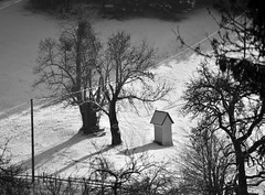 BIRD'S-EYE VIEW (LitterART) Tags: birdseyeview marterl winter steiermark wegkreuz austria schnee snow grazumgebung nikond800 monochrome